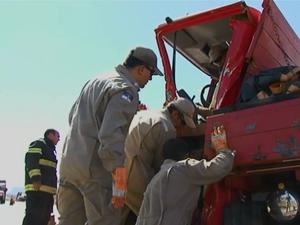 Caminhão bate em fila de 'pare e siga' na BR-232 em Serra Talhada (Foto: Reprodução/ TV Asa Branca)