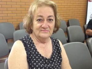 Hipertensa, Neli diz que ainda enfrenta demora para conseguir consultas em CSFs, em Goiânia (Foto: Fernanda Borges/G1)