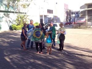 Em Rio Grande, no Sul do RS, o protesto foi pacífico e teve participação de poucas pessoas  (Foto: William Silva/RBS TV)