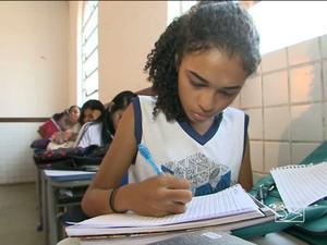 Alunos de uma escola pública de São Luís descrevem cidade em versos (Foto: Reprodução/TV Mirante)