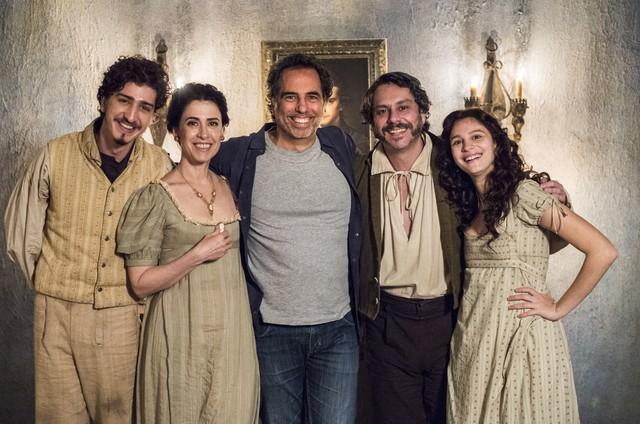 Johnny Massaro, Fernanda Torres, o diretor Mauricio Farias, Alexandre Nero e Lara Tremouroux (Foto: Estevam Avellar/TV Globo )