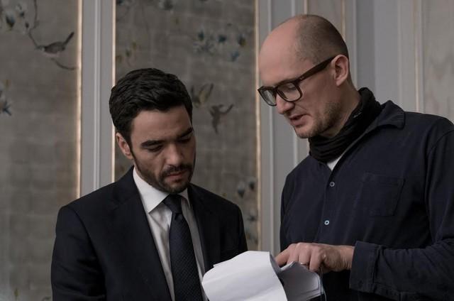 Caio Blat é dirigido por James Watkins na série da BBC 'McMafia' (Foto:  Nick Wal)