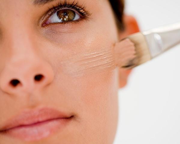 Aprenda a escolher a base para sua pele (Foto: Think Stock)