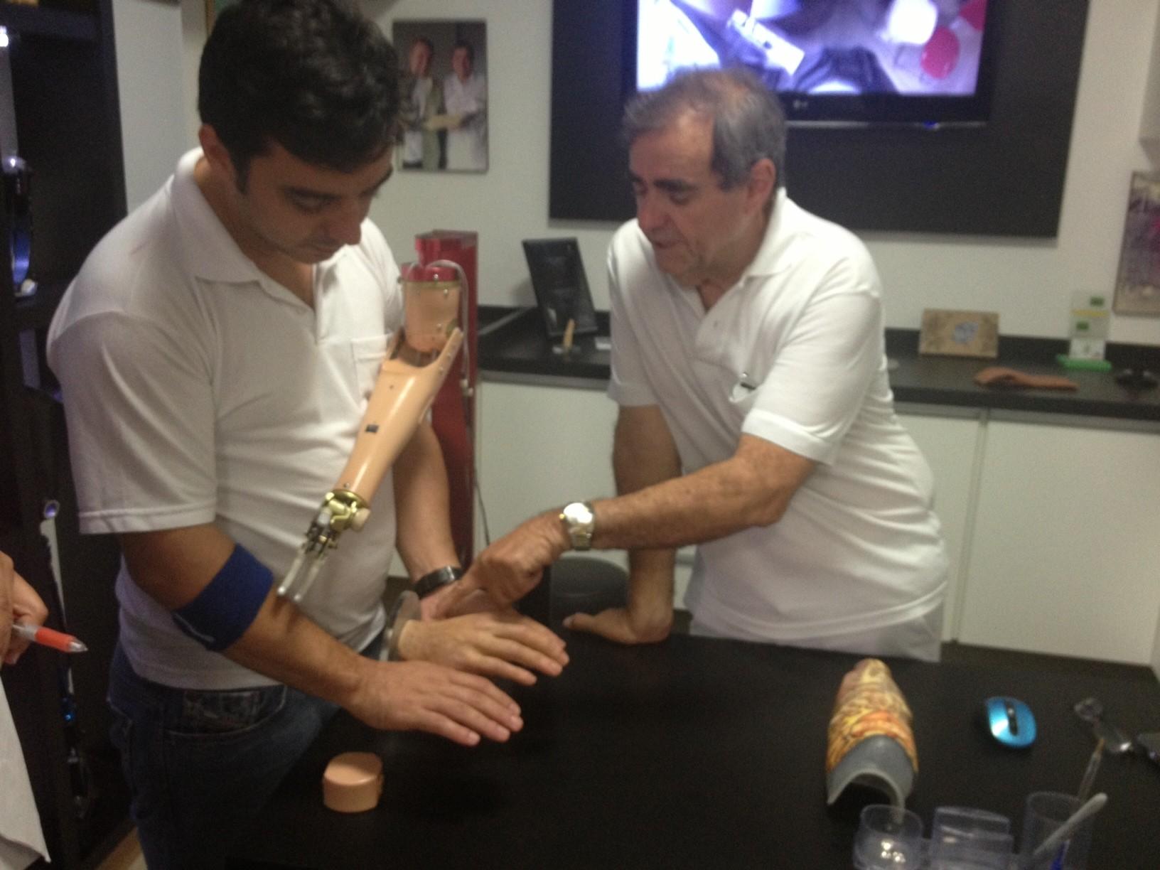 O tipo de prótese vai depender de uma avaliação (Foto: Luana Eid / G1)