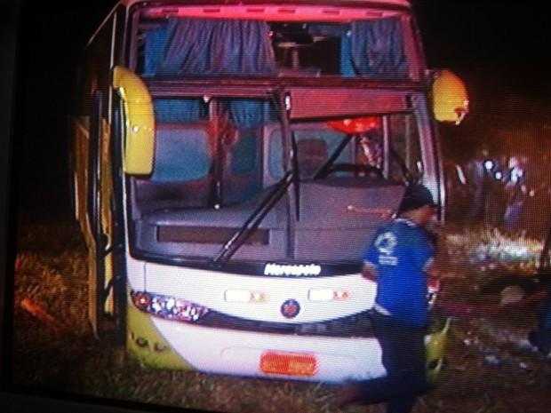 Veículo saiu de Sobradinho-DF, e seguia para Setubinha, município da região nordeste de Minas Gerais. (Foto: Reprodução/InterTV)