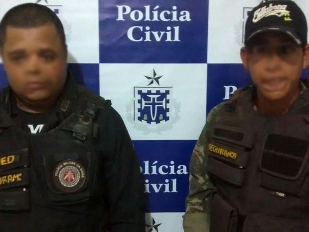 Dupla é presa em Esplanada por se passar por policiais e extorquir moradores (Foto: Divulgação/Polícia Civil)