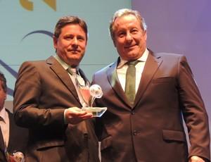 sandro pallaoro chapecoense dirigente melhor melhores premiação catarinense 2013 presidente (Foto: Renan Koerich)
