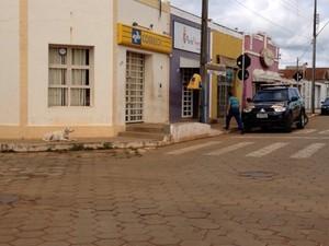 Grupo assaltou agência dos Correisos em Santa Juliana (Foto: Fernanda Vieira/G1)