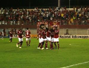 Jogadores do América-RN comemoram gol de Edson Rocha (Foto: Augusto Gomes)