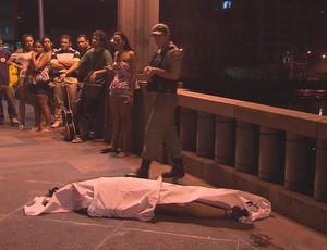 Torcedor morre durante confusão entre torcedores do Sport e do Santa Cruz (Foto: Reprodução / TV Globo)