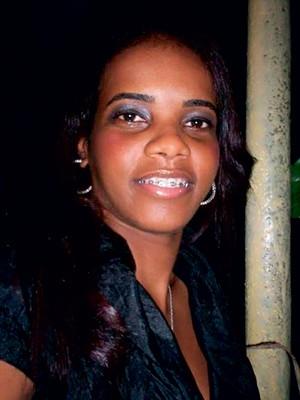 BRUTALIDADE A policial Alda Castilho, de 26 anos. Ela foi assassinada na semana passada com um tiro nas costas, um crime brutal perpetrado por bandidos que são contra as UPPs (Foto: Reprodução )