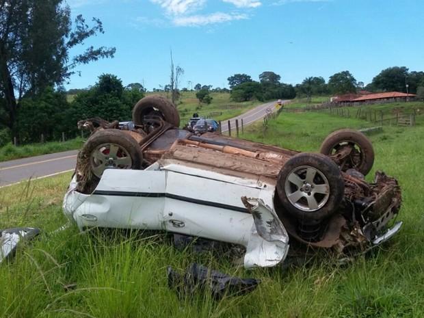 Acidente mata menor na BR-141 em Corumbá de Goiás (Foto: Divulgação/PRF)