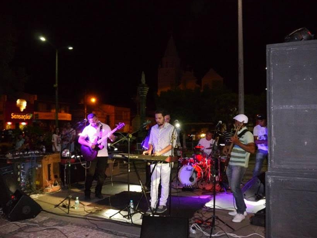 Entre as apresentações, a Banda Ingroove, que mistura uma série de estilos musicais baseados na musica popular brasileira (Foto: Divulgação)