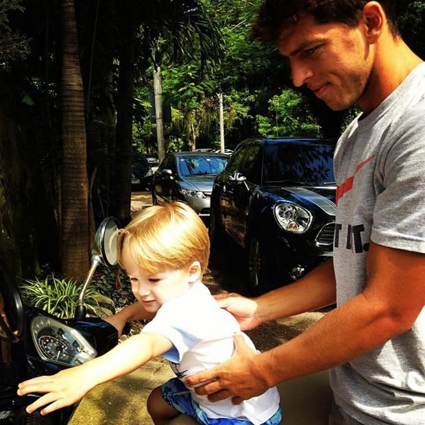 Danielle Winits posta foto do filho, Guy, com Amaury (Foto: Instagram / Reprodução)