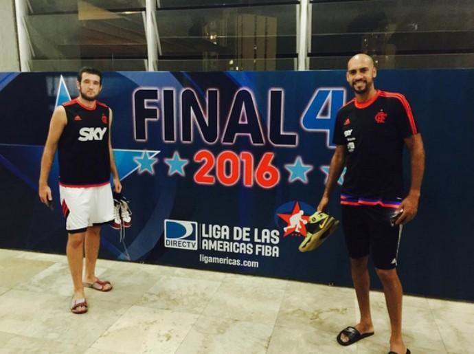 Mingau e Marquinhos no Domo Bolivariano, na Venezuela, para a disputa do Final Four (Foto: Reprodução/Instagram)