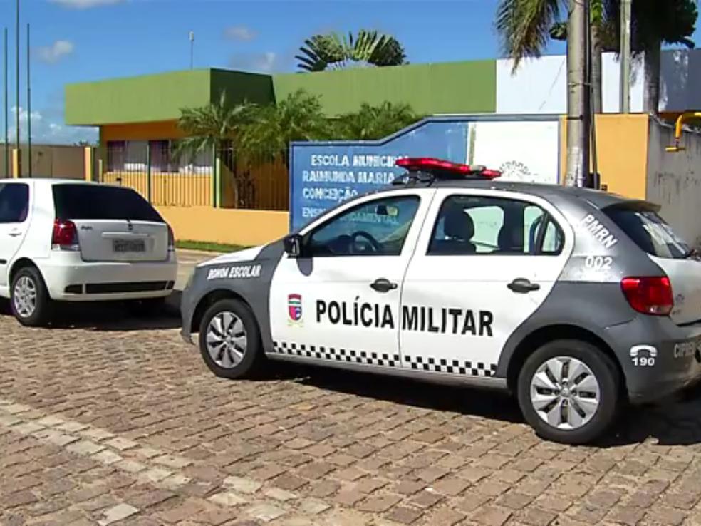 Segundo PMs, apenas uma viatura faz a ronda escolar no município (Foto: Reprodução/Inter TV Cabugi)