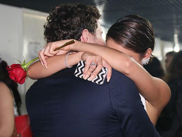 Mais demostrações de carinho entre Sophie Charllote e Daniel de Oliveira (Foto: Carol Caminha/Gshow)