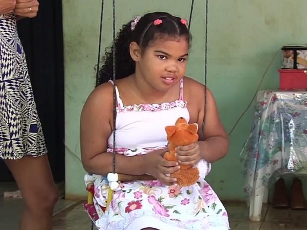Nathália de 7 anos sofre de epilepsia e precisa passar por exames Trindade Goiás (Foto: Reprodução/TV Anhanguera)