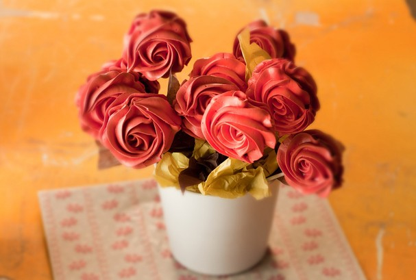Rosas de suspiro com ganache de limão siciliano: surpreenda