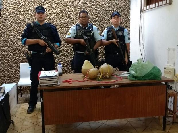 Policiais militares apreendem explosivos em Três Olhos D'água, na zona rural de Itapajé (Foto: PM/Divulgação)