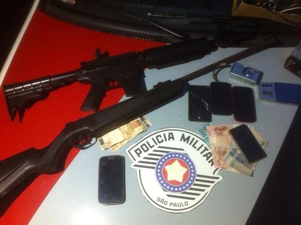 Arma  (Foto: Digulgação/ Polícia Militar)