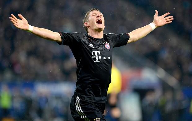Bastian Schweinsteiger comemora gol do Bayern contra o Hamburgo (Foto: Reuters)