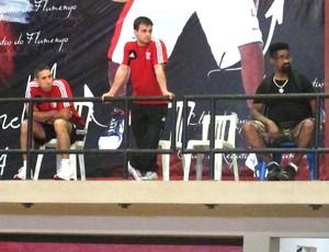 José Neto, técnico do Flamengo, vê treino do Chicago Bulls (Foto: Léo Velasco)