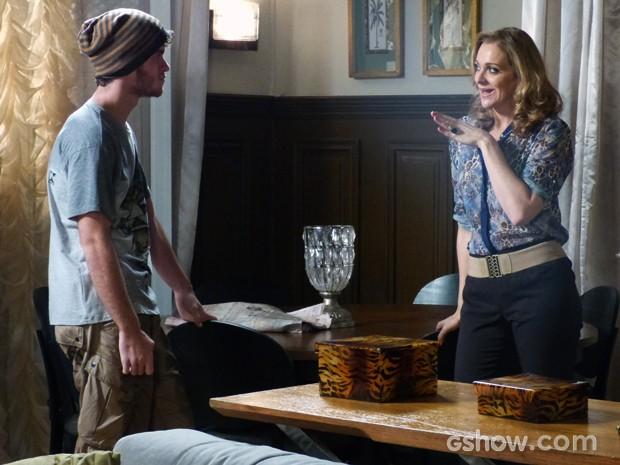 Maura convoca Sidney para armar contra o casarão (Foto: Malhação / TV Globo)