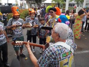 Grupo Paruano Saí Milhó se apresenta no Furdunço na segunda (3), circuito da Barra. (Foto: Maiana Belo / G1 Bahia)