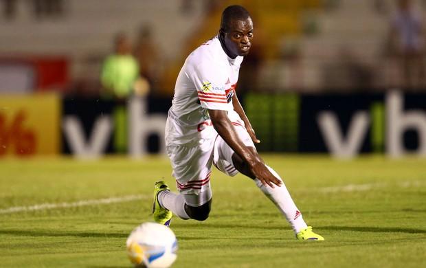 Zé Roberto, atacante do Botafogo-SP