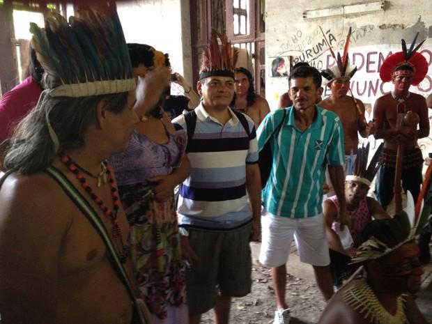 Operários receberam homenagem dos índios do Museu do Maracanã (Foto: Janaína Carvalho)