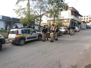 Trio suspeito de assaltos ao comércio é preso em Carmópolis de Minas (Foto: Divulgação/Polícia Militar)