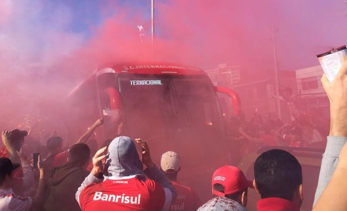 ônibus torcida Inter (Foto: Tomás Hammes/GloboEsporte.com)