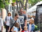Ben Affleck passeia com os filhos e  nova babá