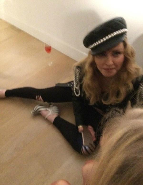 A cantora Madonna em uma exposição em Londres (Foto: Instagram)