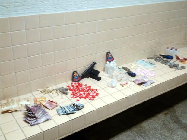 Cinco homens são presos suspeitos de tráfico de drogas em São Vicente, SP (Foto: Divulgação/Polícia Militar)