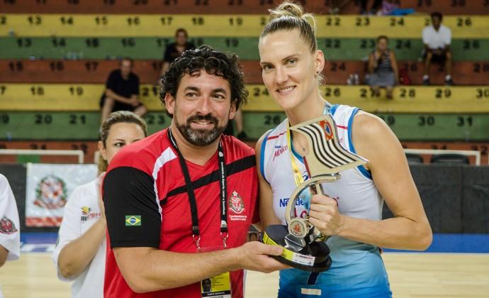 Mari, oposta do Osasco, medalha de ouro nos Jogos Abertos (Foto: Luís Germano / Divulgação JAIs)