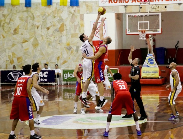 NBB basquete Murilo São José x Franca (Foto: Carol Toma/PMSJC)
