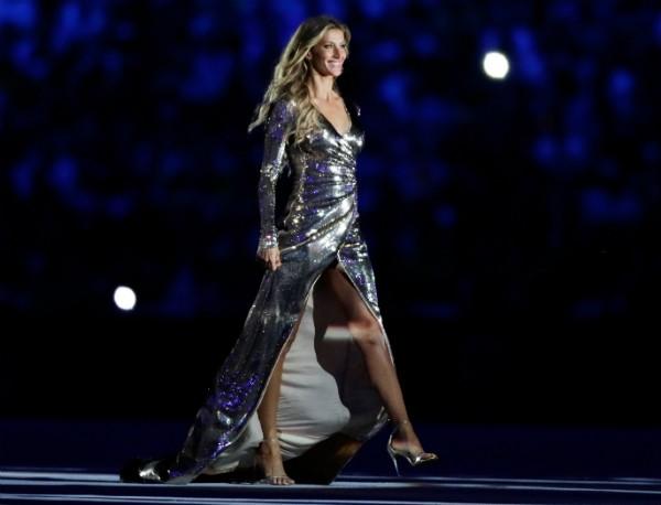 Gisele Bündchen desfila na abertura dos Jogos Olímpicos (Foto: Getty Images)