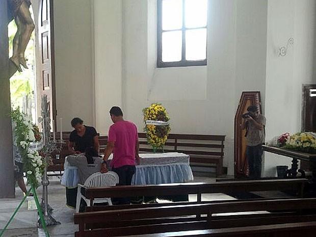 Velório de torcedor morto por vaso sanitário, no Recife (Foto: Katherine Coutinho / G1)