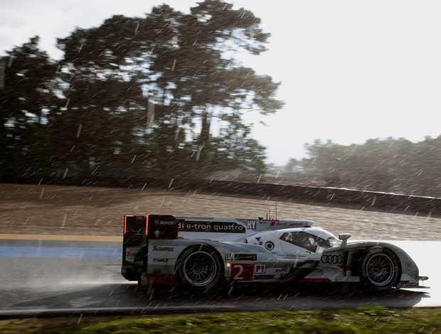 Audi de Tom Kristensen pega chuva nas 24 Horas de Le mans Mundial de Endurance WEC (Foto: Divulgação)