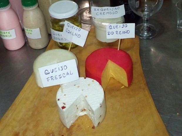 Queijo de leite de cabra também tem sido produzido (Foto: Aparecida Nóbrega / Arquivo Pessoal)