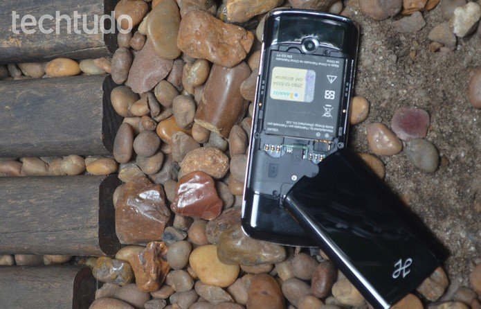 Niivo ZB-1 sem a tampa traseira, com a bateria exposta (Foto: Luciana Maline/TechTudo)