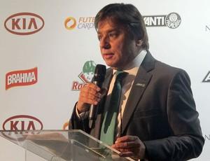 Presidente Arnaldo Tirone apresentando o Avanti, novo programa sócio-torcedor do Palmeiras. (Foto: Diego Ribeiro / Globoesporte.com)
