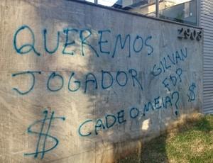 Sede do Cruzeiro voltou a ser alvo de protestos (Foto: Sérgio Leite)