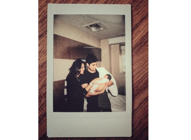 Yanna, Bruno e a bebê Madalena (Foto: Reprodução/Instagram)