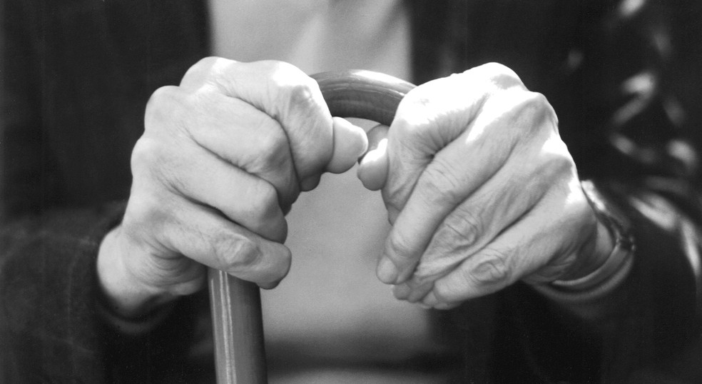 Mal de Parkinson atinge, em geral, pessoas com mais de 60 anos; no Brasil, estima-se que 200 mil pessoas sofram com a doença (Foto: Freeimages)