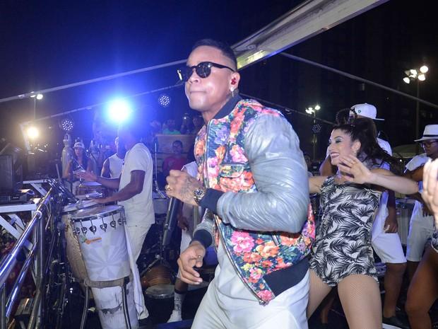 Léo Santana canta mais um sucesso na Barra (Foto: Gilmar Castro /Ag Haack)