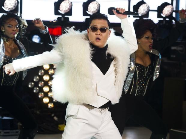 Psy se apresenta na Times Square, em Nova York  (Foto: Charles Sykes/Invision/AP)