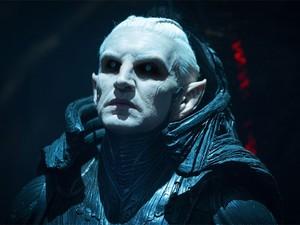 Malekith (Christopher Eccleston) em cena de 'Thor: o mundo sombrio' (Foto: Divulgação)